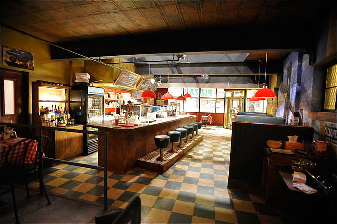 """Breakout Kings""  Pizzeria Set"